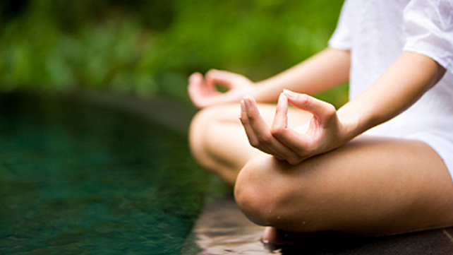tratamiento ayurveda con meditacion para la caida del cabello