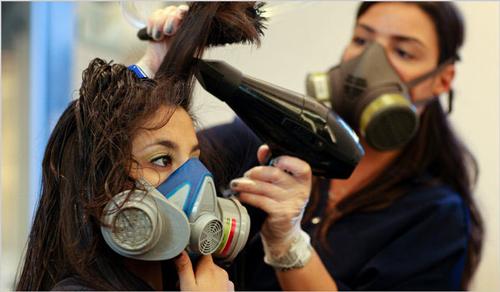 El complejo de la vitamina en las ampollas para los cabellos