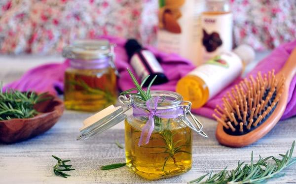 Las vitaminas para las mujeres para la piel de los cabello y las uñas que más vale