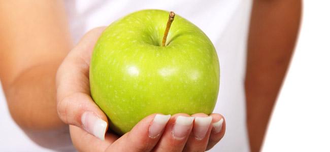 Manzanas verdes para la caida del pelo
