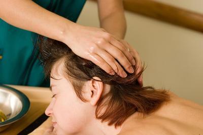 Masajes capilares con aceites esenciales