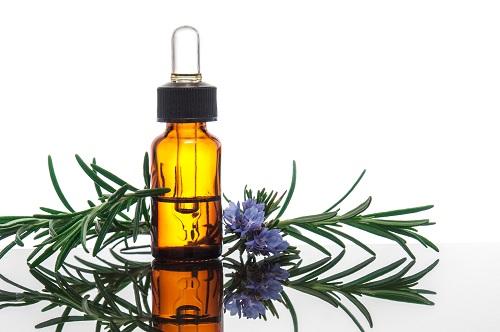 Aceite esencial de romero para agregar a tu shampoo de bicarbonato de sodio para el cabello