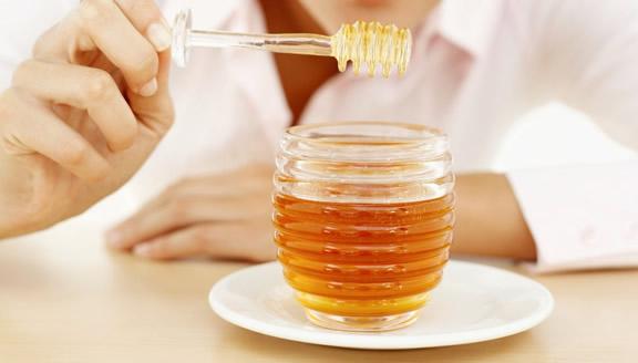 Las mejores mascarillas naturales para el cabello a base de miel